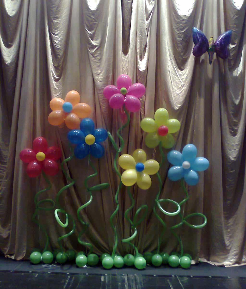 Украшение сцены воздушными шарами